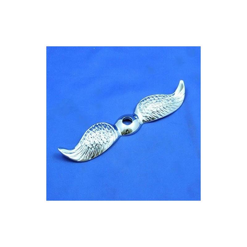 Rovná letící křídla chromovaná